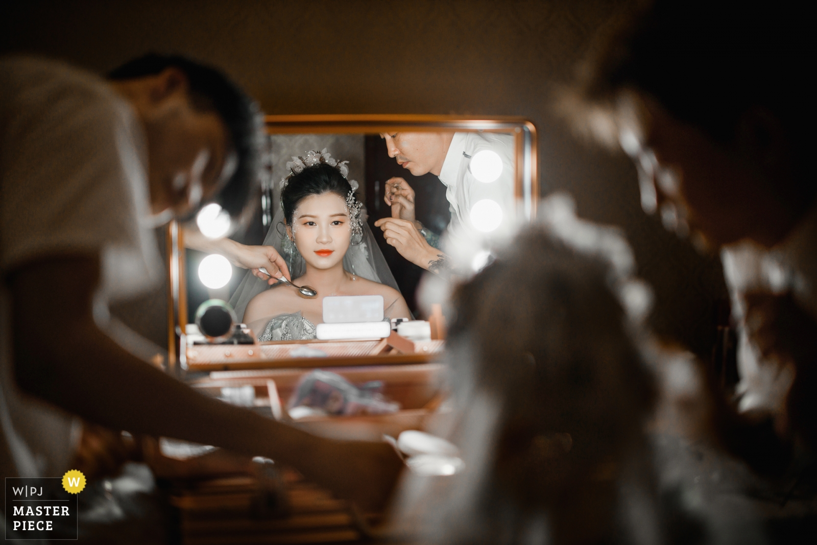 Before the wedding ceremony, the two stylists were modeling the bride. - Hangzhou City, Zhejiang Wedding Photography -  | Huzhou, Zhejiang, China. Hotel
