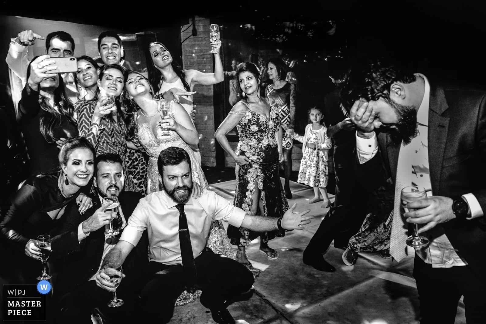 Luna e Matheus - Minas Gerais, Brazil Wedding Photography -  | Reception Venue