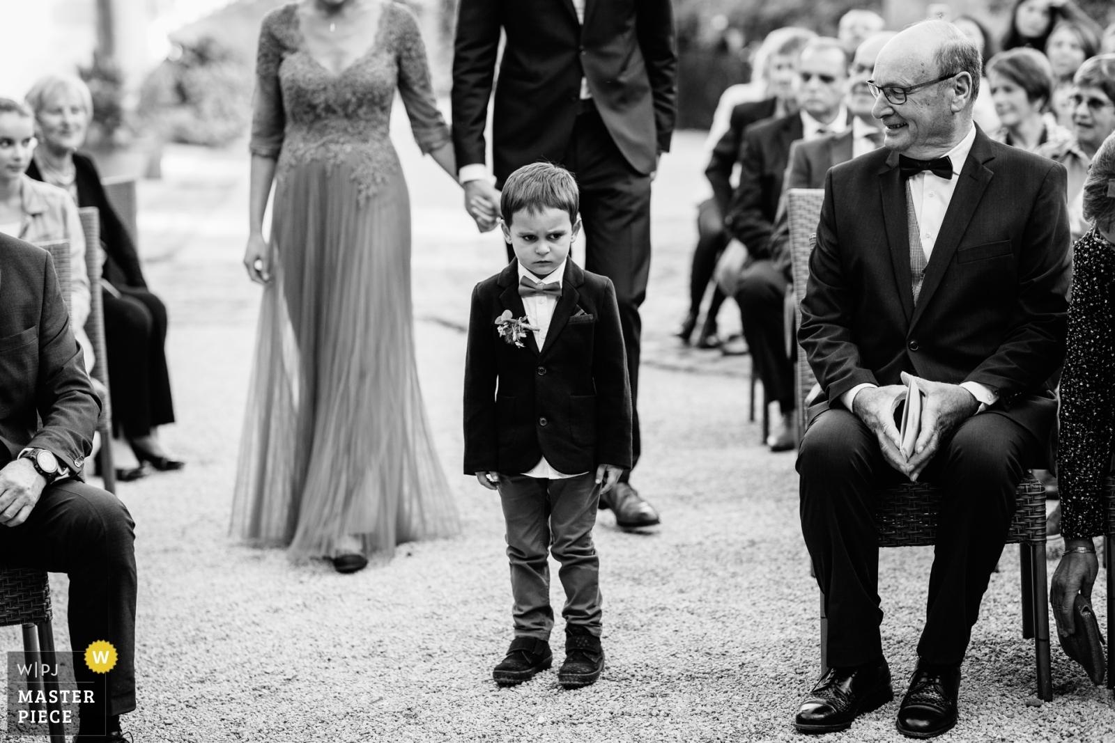 Le fils qui veut rester avec sa maman - Auvergne-Rhône-Alpes, France Wedding Photography -  | La médicée