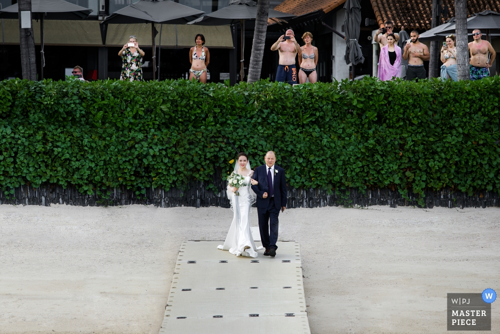 The bride enters with her father - Hangzhou City, Zhejiang Wedding Photography -  | annli hotel,Koh Samui,Thailand