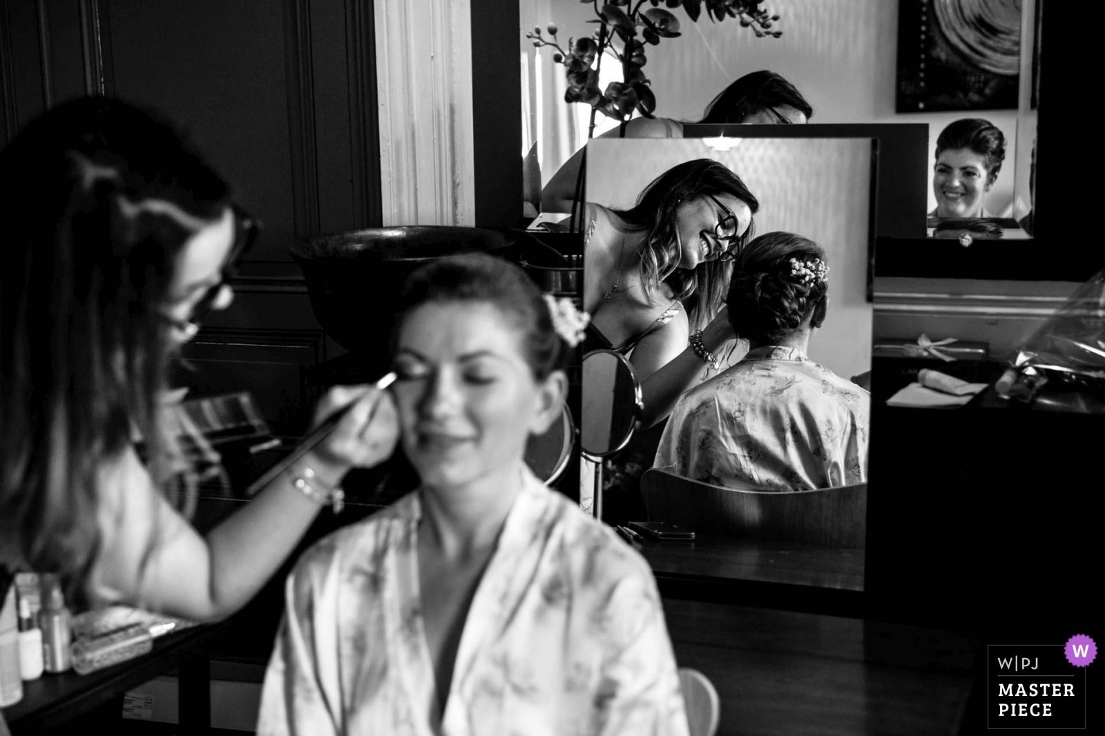 Getting ready with her friend - Auvergne-Rhône-Alpes, France Wedding Photography -  | Château de Pruzilly