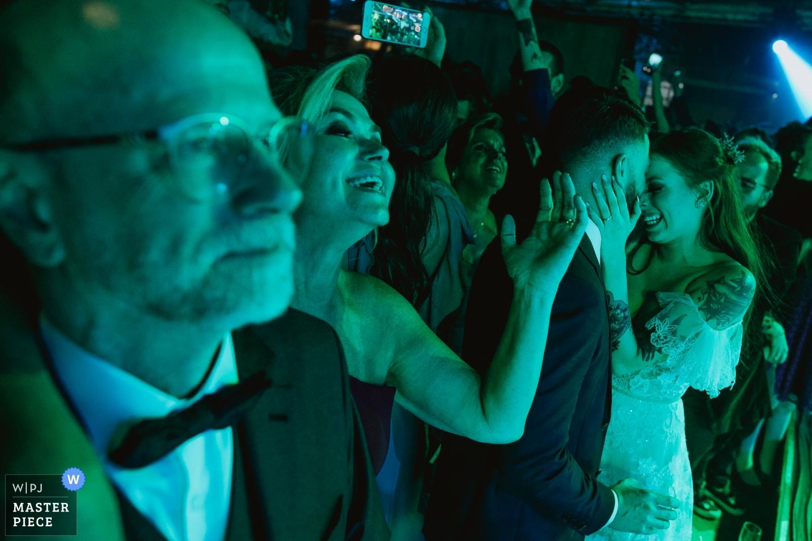 Noivos dançando - Porto Alegre, Rio Grande do Sul Wedding Photography -  | Vinícola Laurentia - Barra do Ribeiro - Brasil