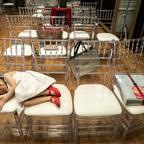 Take a nap - London, England Wedding Photography -  | Bangkok Marriott Marquis Queen's Park